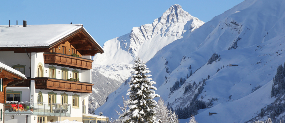 Pension Bergland in Lech / Oberlech - bed and breakfast - ski in ski out